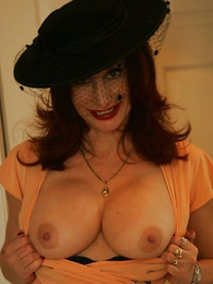 Panty pictures - Strap On Busty stocking milf